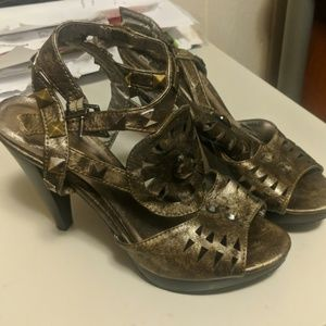 BKE Chrome heels in size 7